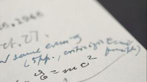 Писмо, в което Айнщайн е написал прочутото си уравнение, беше продадено за 1,2 милиона долара