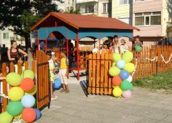 Откриха нова детска площадка във Велики Преслав