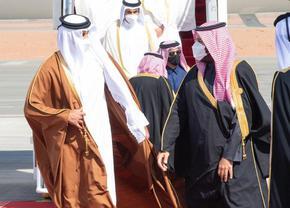 Емирът на Катар одобри закон за първите парламентарни избори в страната