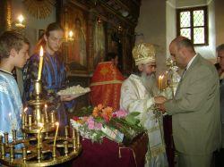"""Митрополит Кирил отслужи литургия в храма """"Св. ап. Петър и Павел"""""""