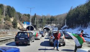"Внезапна блокада на ""Тракия"": Протестно автошествие запуши магистралата"