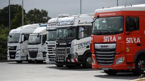 Лондон ще пусне временни визи за хиляди шофьори на камиони, няма кой да зарежда с бензин и стоки