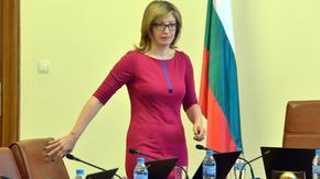 Екатерина Захариева: Осъждаме арестите на мирни демонстранти в Русия