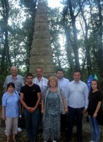 Социалисти поставиха цветя пред паметника на Дочо Михайлов край Никола Козлево