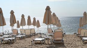 Концесионерите на плажове имат срок до днес да обявят намалените цени за чадъри и шезлонги