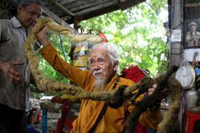 Виетнамец има 5-метрова коса, мисли, че ще умре, ако я отреже