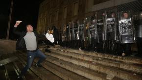 Протести в Тирана, след като полицията застреля мъж, нарушил полицейския час