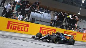 """Хамилтън заслужи първи успех в катастрофалното за """"Ферари"""" Гран при на Щирия"""