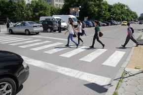 Полицията на лов за неправилно пресичащи пешеходци