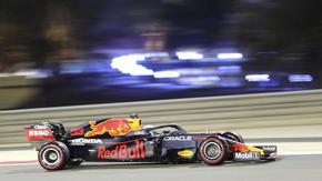 Верстапен срази Хамилтън и ще потегли пръв в Гран при на Бахрейн