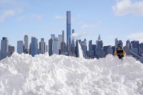 Десетки милиони призовани да не излизат навън заради снежната стихия в САЩ