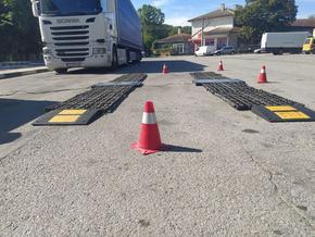Проверяват тежкотоварните камиони, минаващи през Ришкия проход