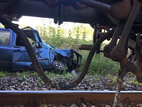 Товарен влак смаза кола на ЖП прелеза в Радко Димитриево