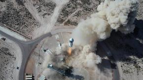 Безос ще участва в космически полет на 20 юли