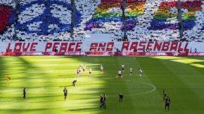 """""""Лайпциг"""" беше обвинен в расизъм след изгонване на група японци от стадиона"""