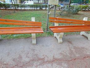 Вандали повредиха пейките по централната пешеходна зона в Шумен