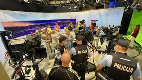 Антиваксъри нахлуха в словенската национална телевизия