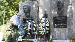 """Без Сираков и с много въпроси """"Левски"""" почете паметта на Гунди и Котков"""