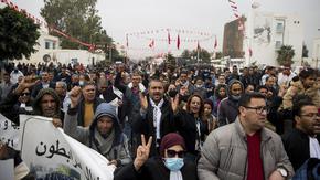 """""""Живея по-зле, но не съжалявам"""" - нагласите 10 години след Арабската пролет"""