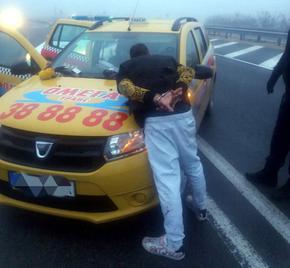 Задържаха бургазлия с крадено такси край Шумен