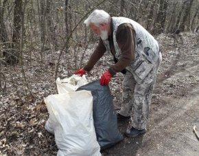Недобросъвестни граждани замърсяват с отпадъци гората край Велики Преслав, алармират от СИДП