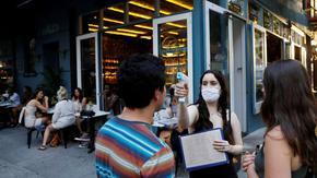 Коронавирусът по света: Нов рекорд на заразени в САЩ, редица щати затягат мерките