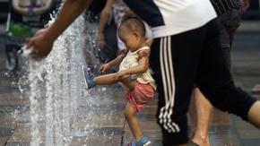 Китай ограничава абортите при рязък спад на раждаемостта