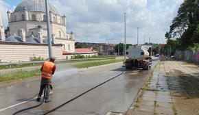 """С увеличен капацитет от хора ОП """"Чистота"""" мие улици и тротоари в Шумен"""