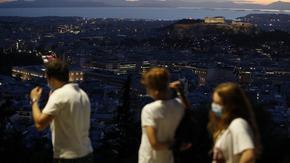 Гърция върна карантината след няколко дни с над 2000 заразени