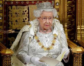 Великобритания празнува рождения ден на кралица Елизабет