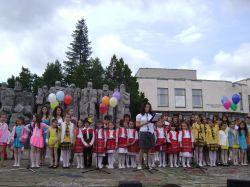 С тържество на площада пред читалището В.Преслав отбеляза 24 май