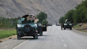 Над 1000 военни избягаха от Афганистан след сблъсъци с талибаните