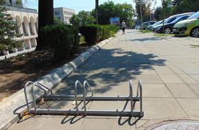 Община Шумен купи стойки за паркиране на велосипеди