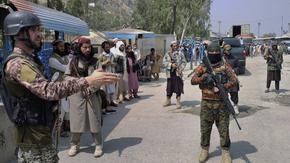 Пакистан спря приема на бежанци от Афганистан, талибански командир обеща да смаже дисидентите