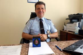 """Началникът на Охранителна полиция в Шумен комисар Дундаков получи отличие """"Почетен знак"""" на МВР"""