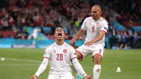 Дания разгроми Русия и получи помощ от Белгия, за да стигне до осминафиналите
