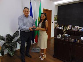 Кметът на Шумен поздрави Андреана Иванова – първенец на  Випуск 2020 на Висшето военноморско училище