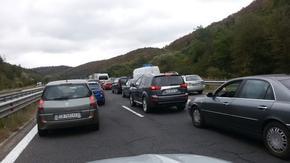 """Камион се запали в движение и блокира част от магистрала """"Тракия"""""""