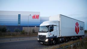 Няма хора и за британските складове, заплатите скочиха с 20-30%