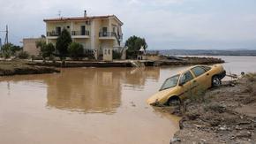 Най-малко петима загинаха при наводнения в Гърция
