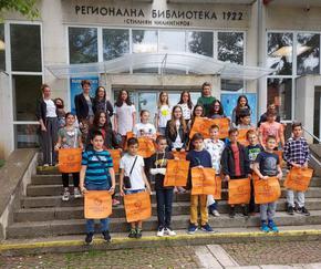 """Четвъртокласниците от Академия """"Катранджиева"""" получиха сертификати за ниво A1 по английски език"""