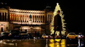"""Европа се затваря за Коледа, изплашена от """"опустошителна"""" трета вълна"""