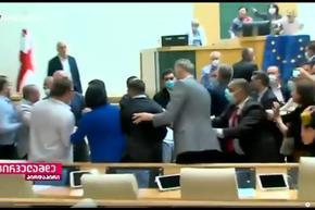 Бой в парламента на Грузия