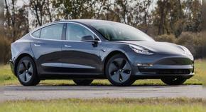 Германец си поръча 27 Tesla Model 3 заради грешка