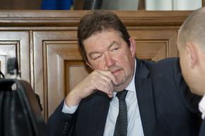 Адвокатът на Цветан Василев: Повече няма да влизам в зала, ако не го разпитате