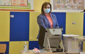 Денят след изборите: Ръководството на БСП, но не и Нинова, подаде оставка