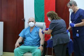Мутафчийски предлага мобилни екипи и ваксинационни центрове на две смени до 22 часа