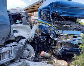 Катастрофа между 2 камиона и лек автомобил затвори пътя София-Варна край Градище