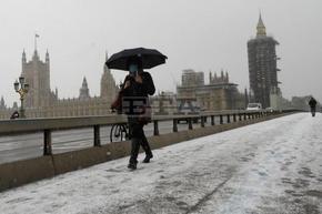 Великобритания затяга мерките за пристигащите от чужбина, ще иска по три теста за коронавирус
