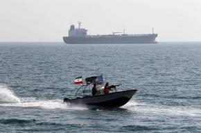 Петролен танкер е похитен в Оманския залив